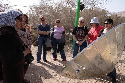 israeli-jordanian-women-foeme-good water  neighbors-solar-cooking-demonstration-ein gedi